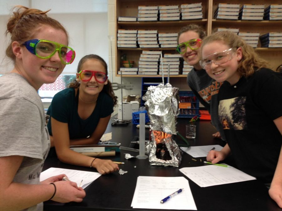 Tess+McCormick%2C+Ashlee+Pieno%2C+Christiina+Walker%2C+and+Emily+Sprouse+perform+an+experiment+in+Carolynne+Hagan%27s+Honors+Chemistry+class.+Photo+courtesy+of+Fluco+Journalism+