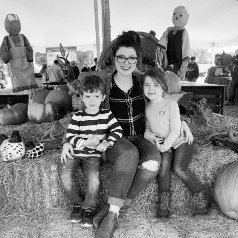 Logan Reed and her two children at Lloyd Family Farms in 2019.